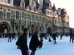 Para se manter aquecido no iverno, o segredo é se vestir em camadas - o chamado look cebola - com peças não volumosas mas que possuem características isolantes.