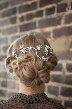 Pretty hair vine for wedding hairstyle