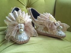 Marie Antoinette Shoes Style Shoes Baroque Rococo Fashion Costume Fawn Beige Ivory Lace Heel Bridal Shoes Gold Appliqué and Pearls Size 8.5 1700s 17th century Historic Dress on Etsy, $110.00