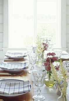 Love the idea of using dish towels as napkins.