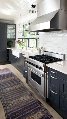 The perfect white kitchen starts with low maintenance Cambria quartz countertops. Cambria Ella™, part of our Marble Collection, is a milky white countertop with dove-gray tones and delicate veins, similar to marble countertops. This durable marble alterna Cottage Kitchens, Modern Farmhouse Kitchens, Home Kitchens, New Kitchen, Kitchen Dining, Kitchen Decor, Kitchen Ideas, Kitchen And Bath Design, Modern Kitchen Design