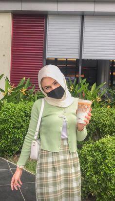 Modern Hijab Fashion, Street Hijab Fashion, Hijab Fashion Inspiration, Muslim Fashion, Skirt Fashion, Fashion Outfits, Casual Hijab Outfit, Ootd Hijab, Casual Outfits