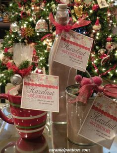 Hazelnut Hot Cocoa Mix with Printable Gift Tag.I like the idea of giving a hot cocoa gift in a mug. Noel Christmas, Christmas Goodies, Homemade Christmas, All Things Christmas, Winter Christmas, Frugal Christmas, Holiday Crafts, Holiday Fun, Hot Cocoa Mixes