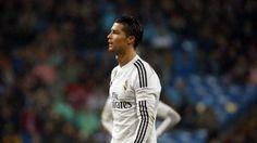 Cristiano Ronaldo expulso, ao minuto 82, por agredir um adversário http://angorussia.com/desporto/cristiano-ronaldo-expulso-ao-minuto-82-por-agredir-um-adversario/