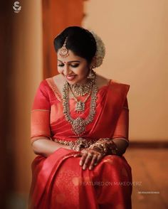 15 Classy brides who rocked Kanjeevarams! Kerala Hindu Bride, Bridal Sarees South Indian, South Indian Bridal Jewellery, Indian Bridal Fashion, Saris, Silk Sarees, Kanjivaram Sarees, Saree Jewellery, Temple Jewellery