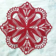 Crochet Tablecloth Red Flower Pattern Cardinal by DoSymphony Crochet Leaf Patterns, Crochet Leaves, Thread Crochet, Crochet Designs, Crochet Flowers, Crochet Stitches, Crochet Placemats, Crochet Cushions, Lace Doilies