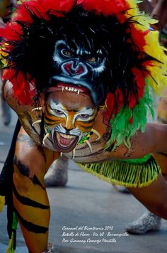 Carnaval de Barranquilla -   Photo by Giovanni Camargo guerrero africano Carnival Fantasy, Crop Over, Pow Wow, Mardi Gras, Festivals, Hand Embroidery, Spanish, Masks, Characters
