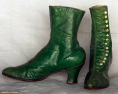 El Armario de Lady Marlo: Botas victorianas. Victorians boots. ~ LOVE this colour and would DIE to have a pair made for me <3 <3 <3  BUT, with black, or gold buttons, NOT white!