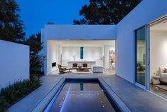 Welcome to Ideas of Home in Dallas by Morrison Dilworth + Walls article. In this post, you'll enjoy a picture of Home in Dallas by Morrison. Residential Architecture, Interior Architecture, Interior And Exterior, Interior Design, Villa, Piscina Interior, Casa Patio, Backyard Patio, Small Courtyards