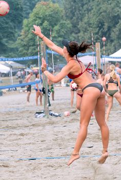 Female Hamstrings And Thighs: Photo Wet Spot, Opaque Tights, Black Pantyhose, Shorts With Tights, Fit Board Workouts, Beach Volleyball, Squats, Gymnastics, Cool Photos