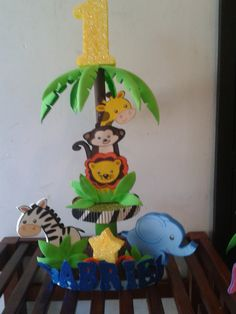 centros de mesa personalizado safari.. Jungle Theme Birthday, Jungle Theme Parties, Safari Theme Party, Baby Boy Birthday, Jungle Party, Party Themes, Kids Party Centerpieces, Safari Centerpieces, Baby Shower Themes