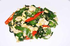 Bai Liang Pad Kai ein weniger bekanntes Thai Gericht, ideal als Beilage oder in Kombination mit anderen Gerichten. Schnell und einfach zuzubereiten!