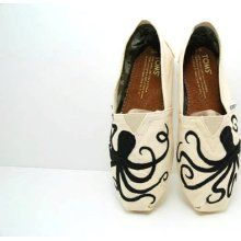 Paint yer shoes - not only nostalgic (can you say My So-Called Life) but a showcase for creativity.