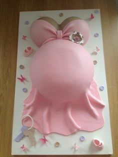 Baby shower tummy cake