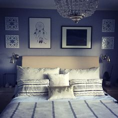#inspo #instaday #instahome #inspiracja #inspiration #sypialnia #soverom #bedroom #kratka #grid #Home #sweethome #interior #rom123 #details #skandinaviskhjem #instainteriors #interiordesign #design #decoration #koselig #mynorwegianhome #interiørmagasinet #littlethings #przytulnie #cozy #mjakmieszkanie #boråstapeter #jensenbeds