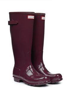 Stitchfix stylist: I am in love with these Original Adjustable Gloss Wellington Boots in plum, burgundy, hunter green & graphite. Boots Hunter, Hunter Rain Boots, Marsala, Cute Shoes, Me Too Shoes, Stilettos, Heels, Over Boots, Look Fashion