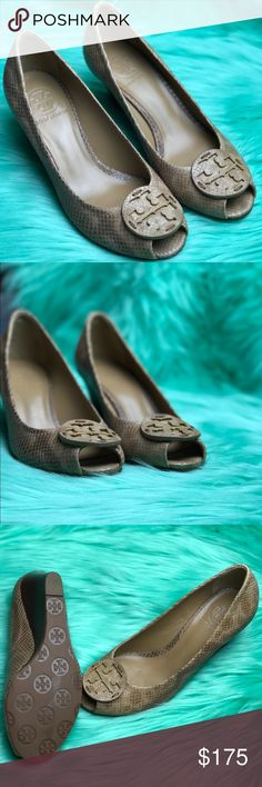 TORY BURCH Tan Snake Print Wedges NWOB🛍 always in style, these 4 inch Tory Burch peep 👀 toe shoes are in mint condition. Ask questions⬇️⬇️ Formal Offers ONLY🚫🚫 Open to negotiating👍🏻👍🏻 Tory Burch Shoes Wedges