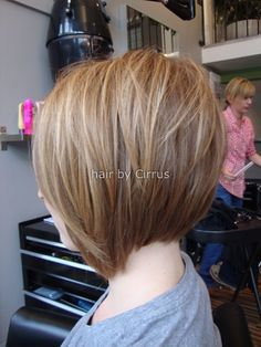 Looking for new angled bob hairstyles including Victoria Beckham's iconic style ? You'll find images of Best Angled Bob Hairstyles that you will adore! Love Hair, Great Hair, Awesome Hair, Back Of Bob Haircut, Short Hair Cuts, Short Hair Styles, Angled Bob Hairstyles, Trendy Haircuts, Hair Affair