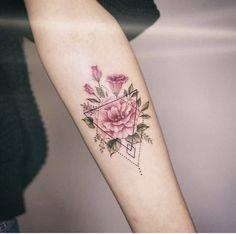 Flower tattoo with geometric pattern – tattoo tatuagem - diy tattoo images Diy Tattoo, Tattoo Fonts, Tattoo Quotes, Model Tattoo, Tattoo Models, Unique Tattoos, Small Tattoos, Amazing Tattoos, Body Art Tattoos