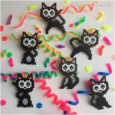 Fatelavnspynt i Hama perler Perler Bead Designs, Melty Bead Designs, Hama Beads Design, Hama Beads Patterns, Beading Patterns, Hama Beads Halloween, Diy Halloween, Fuse Beads, Pearler Beads