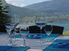 Lakeview 180� Talloires Situated in Talloires, Lakeview 180? is a villa featuring free WiFi and a terrace. Annecy Lake is a 12-minute walk away, while Talloires Golf Course is a 5-minute drive away. La Clusaz ski resort is a 30-minute drive from the property.