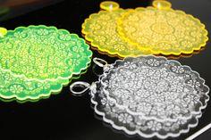 orecchini in plexiglass sottilissimo, colori fluo, trasparente e nero.  Il disegno ha un effetto satinato tono su tono, e i bordi UV reactive creano una luminosità effetto neon.  Creati e prodotti da Kajsi.   Shop su http://blomming.com/mm/Kajsi/items?page=2_type=thumbnail