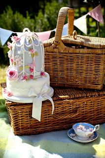 Picnic Hampers, picnic blankets & vintage crockery: www.bristolvintage.co.uk