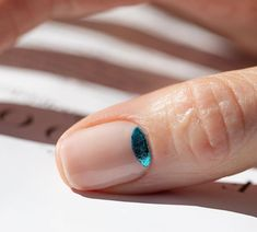 The advantage of the gel is that it allows you to enjoy your French manicure for a long time. There are four different ways to make a French manicure on gel nails. The choice depends on the experience of the nail stylist… Continue Reading → Minimalist Nails, Mode Inspiration, Nails Inspiration, Nail Art Vernis, Uñas Diy, Ten Nails, Finger, Manicure E Pedicure, Moon Manicure