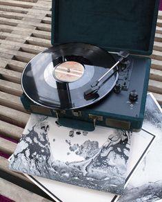 Vinyl Record Player, Record Players, Vinyl Records, Listening To Music, My Music, Art Deco, Music Aesthetic, Cassette, Ring Set