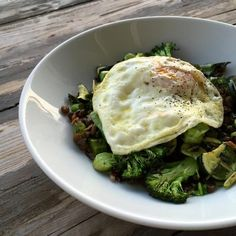 Steam or sauté up some veggies from your fridge, add some lentils or beans Dinner Recipes For Kids, Healthy Dinner Recipes, Healthy Snacks, Vegetarian Recipes, Eat Healthy, Vegetarian Eggs, Pescatarian Recipes, Butter Chicken, Healthy Recipe Videos