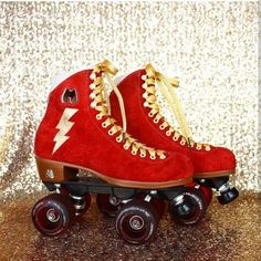 Moxi rollerskates are the most famous rollerskates in the world. Retro Roller Skates, Roller Derby Girls, Roller Disco, Roller Skating, Ice Skating, Rollers, Rolling Skate, Derby Skates, Kitsch