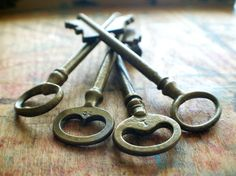 Big Brass and Beautiful Antique Skeleton Key Set by ashburylane