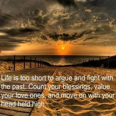 Quote - Life is too Short to Argue and Fight with the Past - Beach at Sunset Familia Quotes, Fight For Your Dreams, Pomes, Life Is Short, Life Lessons, Life Tips, Lessons Learned, Life Advice, Decir No
