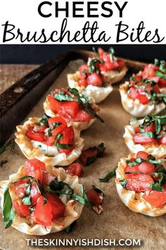 Meet your new favorite party appetizer recipe, my Cheesy Bruschetta Bites. Mini Fillo cups filled with delicious garlic and herb cheese and topped with fresh bruschetta, these bites are the perfect finger food for your next gathering! Tapas, Finger Food Appetizers, Appetizers For Party, Simple Appetizers, Finger Foods For Parties, Cold Appetizers, Appetizer Ideas, Healthy Party Foods, Italian Food Appetizers