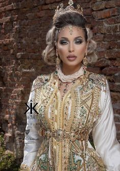 Morrocan Fashion, Arab Fashion, Moroccan Caftan, Queen Dress, Caftan Dress, Bride Makeup, Henna, Marie, Glamour
