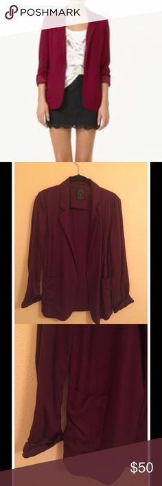 Aritzia Talula Kent Blazer (Maroon, Size 4) Talula Kent Blazer from Aritzia in Maroon. Size 4. Unstructured, casual fit that drapes on the body. In excellent condition, no tags but never worn. Aritzia Jackets & Coats Blazers