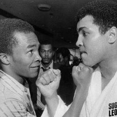 Muhammad Ali and Sugar Ray Leonard. Larry Holmes, Muhammad Ali Quotes, Muhammad Ali Boxing, George Foreman, Manny Pacquiao, Mike Tyson, Ufc, Mixed Martial Arts Training, Star Trek Posters