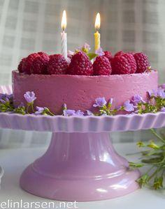 Ostekake med bringebærfyll Norwegian Food, Norwegian Recipes, Birthday Candles, Cake Recipes, Sweet Treats, Baking, Desserts, Christmas, Cakes