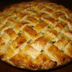 I love making apple pie at Christmas, while it is time for dinner while baking the delicious aroma of the apple and cinnamon flood our home, and it is an exquisite dessert to enjoy together on that special day. Yummy Recipes, Apple Recipes, Mexican Food Recipes, Sweet Recipes, Cooking Recipes, Great Desserts, Delicious Desserts, Dessert Recipes, Best Fried Chicken Recipe