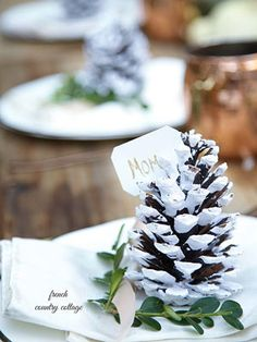 @settingforfour shares eight quick and easy table toppers to give your home holiday style!