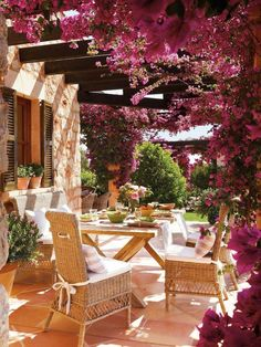 Ideas que cambian el mundo Todo para su negocio y hogar en Néstor P. Carrara SRL | Mesa familiar al aire libre.