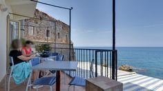 """Balconata sul mare, ristorante """"Lo Scoglio Ubriaco"""". Via Ortolano di Bordonaro, 2, Cefalù. Tour virtuale: https://www.google.it/maps?q=Google%2B+%22Lo+scoglio+ubriaco%22&ll=38.041203,14.022325&spn=0.005053,0.012274&sll=38.041087,14.022264&layer=c&cid=1778746757483220510&panoid=uUCXHNCpRHwAAAQIuBKkfQ&cbp=13,326.51,,0,-0.7&t=m&cbll=38.041203,14.022325&z=17"""