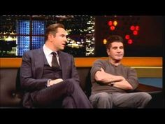 Simon Cowell & David Walliams On The Jonathan Ross Show Simon Cowell Family, Carlos Mencia, One Line Jokes, The Jonathan Ross Show, R Lol, Britain's Got Talent, British Comedy, Stand Up Comedians, Stand Up Comedy