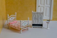 Mattel - The Littles - Metal Bed, Armoir, and Sink - Vintage Dollhouse Furniture