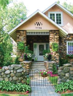 Decorative house letters - House and home design Best Exterior Paint, Exterior Paint Colors, House Letters, Bungalow Homes, Bungalow Exterior, Front Yard Landscaping, Landscaping Ideas, Natural Landscaping, Modern Landscaping