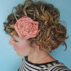 Flower Headband. How to: http://www.starsforstreetlights.com/2011/11/fabric-flower-headband-diy.html