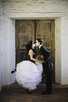 dia de los muertos wedding. love the dress!!!