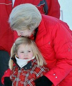 Prinses Amalia met haar Oma Beatrix (NL)