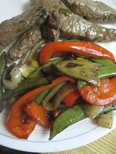Summer grilling season ain't over yet ! Marinade: cup olive oil cup balsamic vinegar 3 cloves garlic, minced 1 tbsp fresh b. Barbecue Grill, Grilling, Balsamic Beef, Balsamic Vinegar, Pepper Steak, Man Food, Beef Dishes, Pot Roast, Healthy Recipes