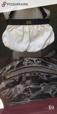 "Simply Vera handbag Black and white faux leather bag. Simply Vera Vera Wang. 14.5"" x 9"" x 2"". Strap drop 7.5"". Excellent condition.  Similar styles retail $40   #bf_ml Simply Vera Vera Wang Bags"